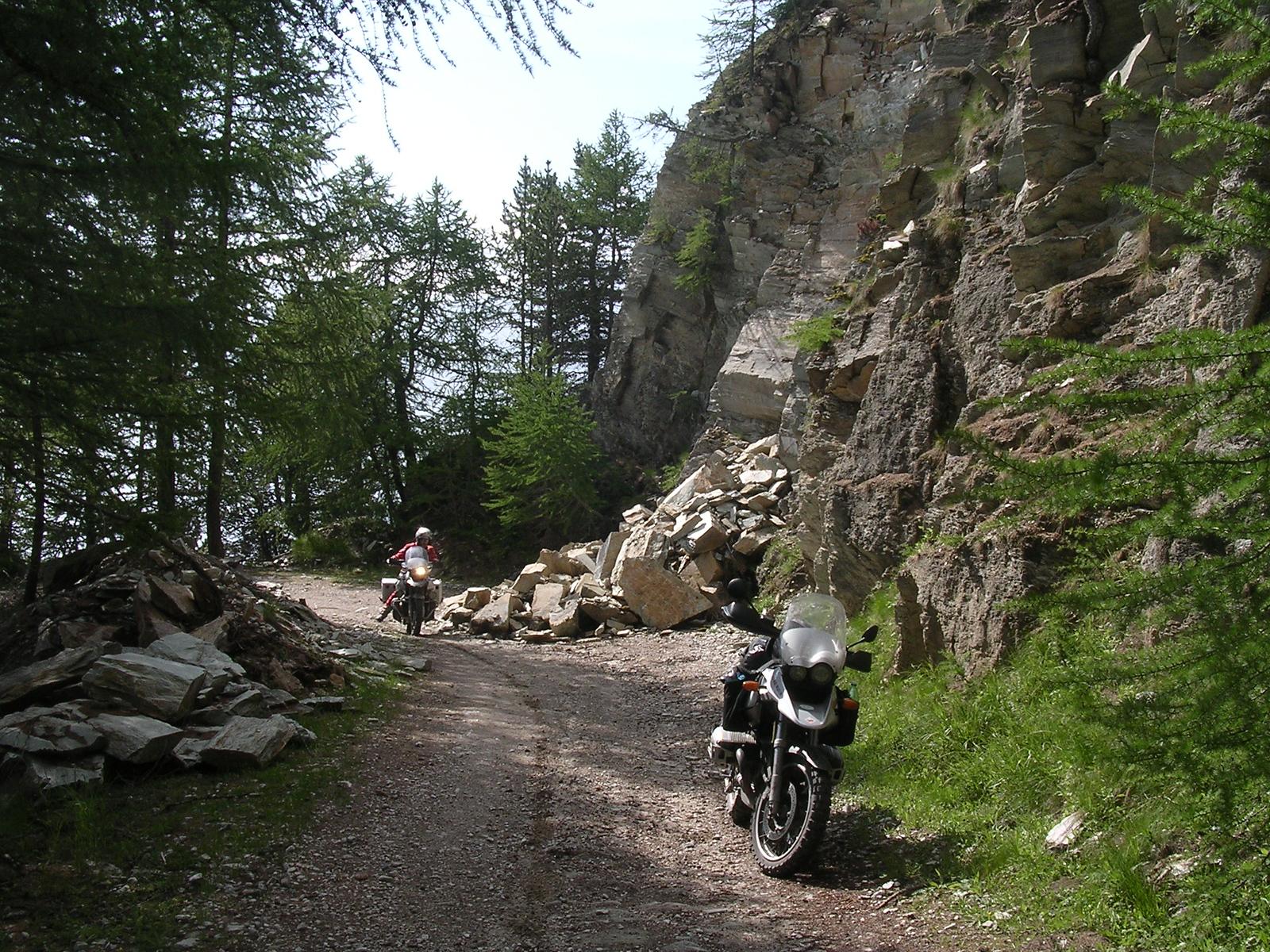 Een deel van de bergflank komt in rotsblokken naar beneden