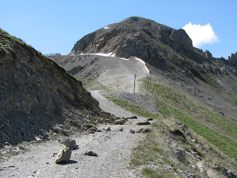 Adembenemende klimpartij. Vermoeiend, technisch uitdagend, maar éénmaal boven ben je de koning te rijk als je plots oog in oog staat met Mont Blanc